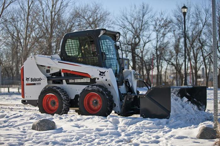 s550-with-snow-pusher-attachment-194539-117789-hr_mg_full.jpg